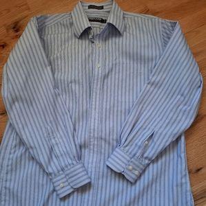 Bundle of 2 dress shirts